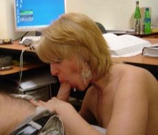 Blowjob in office - homemade porn..