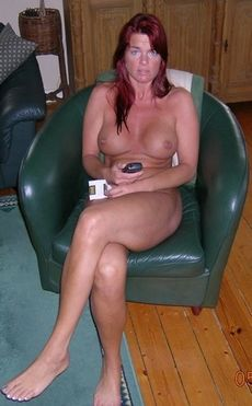 Redhead mature beauty posing naked..