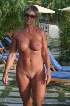 Mature woman posing nude on the..